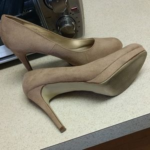 X-Appeal sz.8 1/2 high heels, platforms,EUC